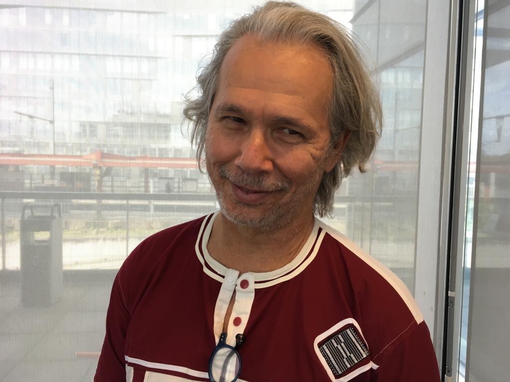 Julio Ludemir. Escritor, roteirista e produtor cultural.