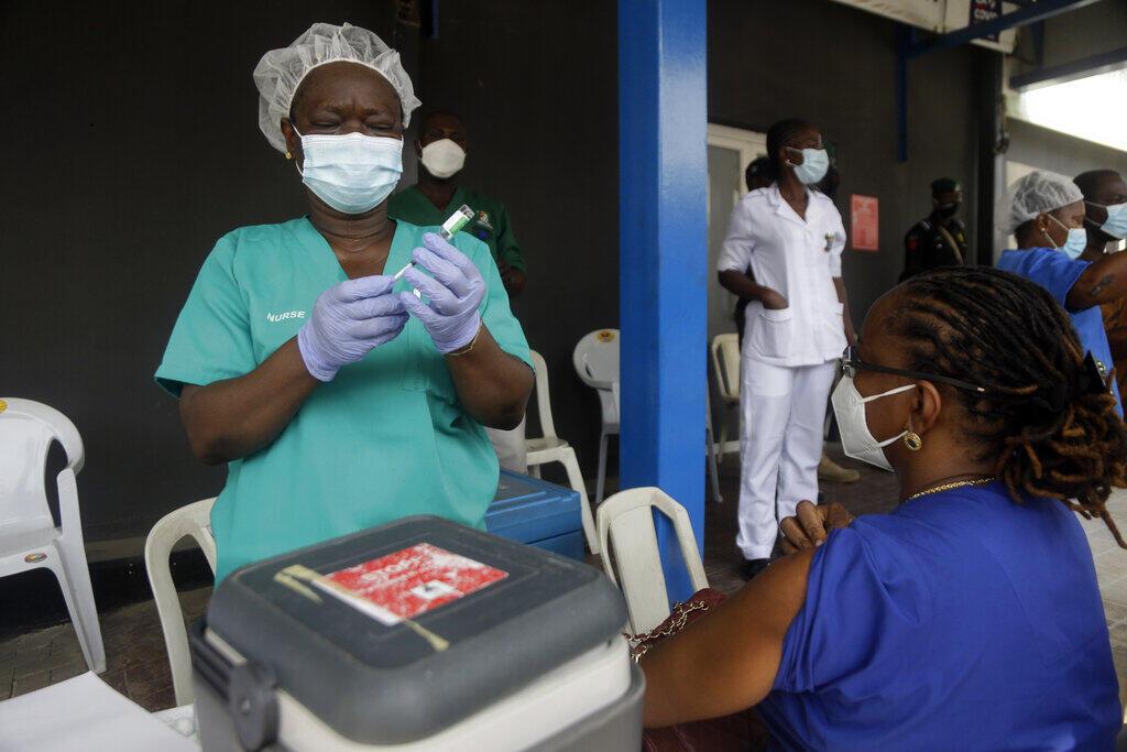 Nhờ vac-xin của chương trìnhh Covax, người dân Nigeria mới được sớm tiêm chủng phòng Covid 19. Ảnh chụp ngày 12/03/2021, Lagos, Nigeria.