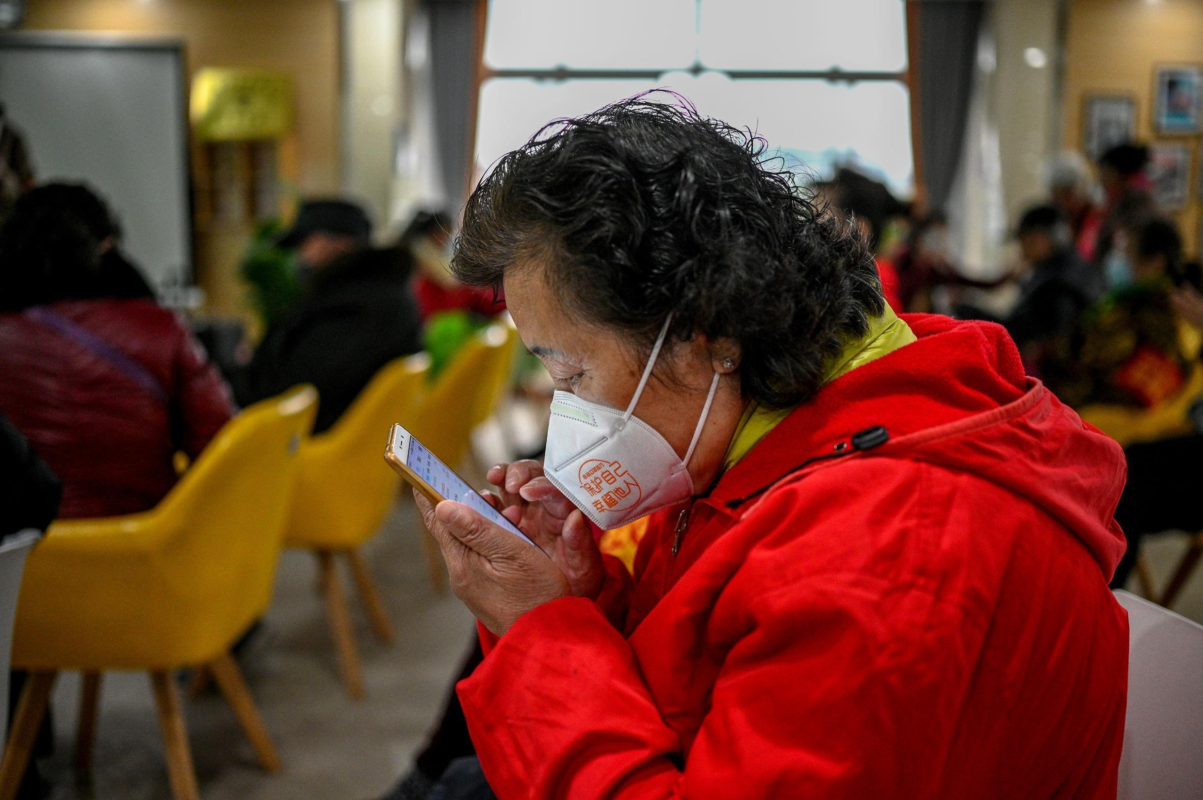 China has plans to help its legions of pensioners keep up with a fast-developing digital economy