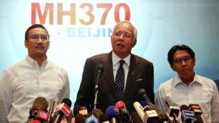 O primeiro-ministro da Malásia, Najib Razak, dá as últimas informações sobre as investigações, em coletiva de imprensa em 15 demarço de 2014 no aeroporto de Kuala Lumpur.
