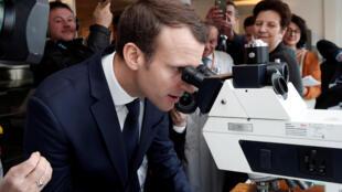 Tổng thống Pháp Macron đến thăm bệnh viện của Viện Curie ngày 29/03/2018 để tìm hiểu ứng dụng của trí thông minh nhân tạo trong y khoa.
