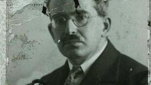Fotografía del pasaporte del filósofo alemán Walter Benjamin (1892-1940).
