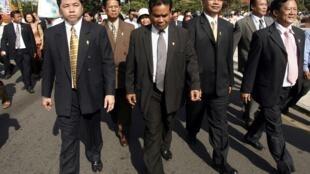 Les députés de l'opposition manifestent en faveur de Sam Rainsy à Phnom Penh, le 16 novembre 2009.