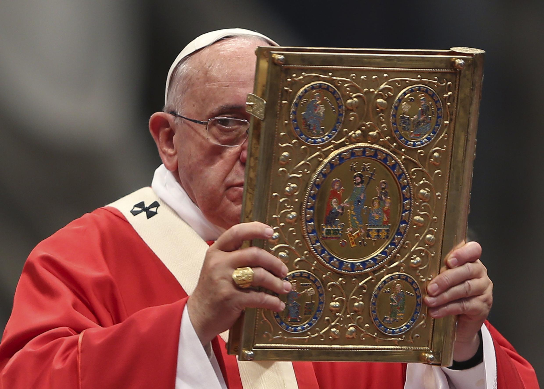 O papa Francisco encontrou com seis vítimas de agressão sexual cometida por padres católicos durante uma missa privada na residência do papa no Vaticano.
