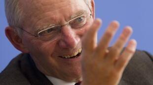 O ministro alemão das Finanças, Wolfgang Schaeuble, diz que Grécia ainda não está livre da crise.