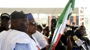 Shugaban babbar jam'iyyar adawa a Najeriya PDP Uche Secondus, tare da Atiku Abubakar, dan takararsu na zaben shugaban kasa.