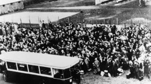 Cena da operação contra judeus na noite de 15 a 16 de julho de 1942, em Paris. (Foto de ilustração)