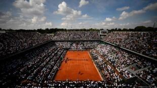 Contrairement aux années précédentes, ici le jour de la finale le 8 juin 2018, impossible pour le tournoi de Roland Garros de faire le plein de spectateur pour l'édition 2020. La jauge a été réduite à 1 000 spectateurs.