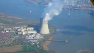 Vue aérienne de la centrale nucléaire de Doel, en Belgique.