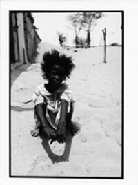 """Petite fille d'Akjoujt en Mauritanie : photo prise lors du tournage du film """"De sable et de sang"""""""