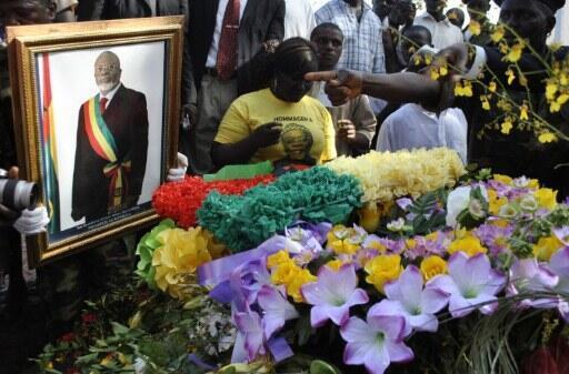 Des milliers de Bissau-Guinéens étaient présents aux funérailles du président Malam Sanha Bacai, le dimanche 15 janvier 2012 à Bissau.
