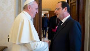 François Hollande e o papa Francisco,no Vaticano a 24 de Janeiro de 2014