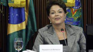 La voluntad de la presidenta de Brasil, Dilma Rousseff, de enfrentar la corrupción cobró fuerza con la  dimisión del ministro de Turismo, el cuarto ministro que deja el Gobierno en 100 días  tras ser blanco de denuncias.