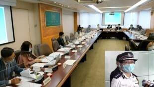 4.10 中西區區議會禁止黃少卿(小圖)等警方代表出席會議(麥燕庭提供)