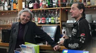 Laurent et Nathalie Jouanneau Fortin, propriétaires du bar «Le Saint Prest» organisateurs de débats ces derniers mois.