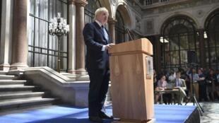 Tân bộ trưởng Ngoại  Giao Boris Johnson phát biểu tại trụ sở bộ, Luân Đôn, 14/07/2016.