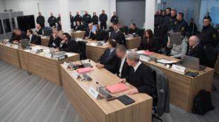 Les accusés attendent le début de leur procès à Dresde, le 7 mars 2017.