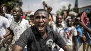 Des partisans du général Jean-Michel Mokoko lors de son dernier meeting avant la présidentielle, vendredi 18 mars, à Brazzaville.