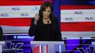 La sénatrice Kamala Harris, lors de la deuxième soirée du premier débat des candidats démocrates à la présidentielle, le 27 juin 2019 à Miami, en Floride.