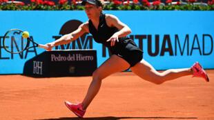 Simona Halep face à la Belge Elise Mertens à Madrid, le 4 mai 2021