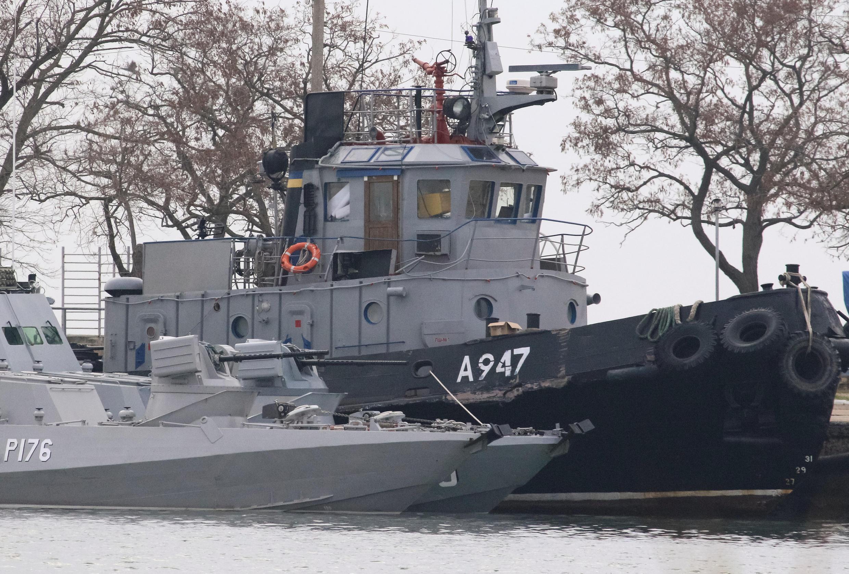 Tầu của Ukraina bị Hải Quân Nga bắt giữ, cảng Kertch, ngày 26/11/2018.