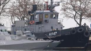 """Ảnh tàu quân sự Ukraina bị hải quân Nga """" cưỡng chế"""", tại cảng ở Kertch, ngày 26/11/2018."""