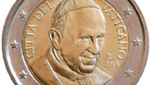 2014年梵蒂岡面值兩歐元的硬幣,中間是教皇方濟各的頭像,外面圍着一圈歐元區的十二顆星星,