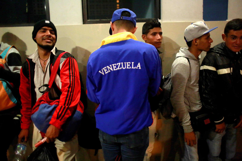 Migrantes venezolanos en el Centro Binacional de Atención en Frontera (Cebaf), en Tumbes.