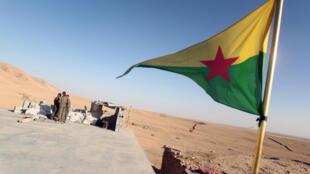 Bandeira  do PKK(Partido dos Trabalhadores  do Curdistão).