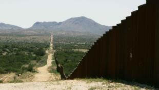 Le «border wall», mur frontalier séparant les États-Unis du Mexique.