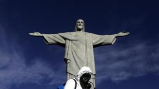 2020-10-05T131703Z_688830458_RC2DCJ98EJ56_RTRMADP_3_HEALTH-CORONAVIRUS-BRAZIL-TOURISM