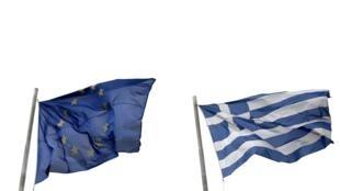 Cờ Liên hiệp Châu Âu và Hy Lạp tại Athens, 24/04/2015.