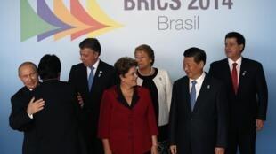 A presidente Dilma Rousseff, ao lado  do presidente chinês, Xi Jinping, nesta quarta-feira, em Brasília, durante o segundo dia da cúpula dos Brics, em Brasília.