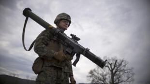 Un soldat américain lors d'un exercice conjoint avec l'armée bulgare à Novo Selo.