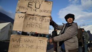 Un réfugié du camp de Vučjak, en Bosnie-Herzégovine, à la frontière avec la Croatie.