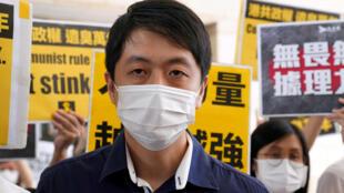 流亡海外的香港立法会前议员许智峯资料图片