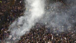 Torcedores do Napóles lançaram sinalizadores na final da Copa da Itália, no estádio Olímpico de Roma.