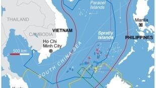 """Đảo Hải Nam và bản đồ đòi chủ quyền hình """"lưỡi bò"""" của Trung Quốc tại Biển Đông."""