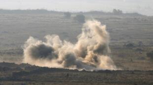 Affrontements entre soldats syriens de l'armée régulière et rebelles, vus du plateau du Golan, à la frontière entre Israël et la Syrie, le 1er septembre 2014.
