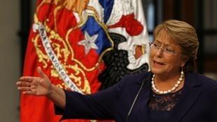 La idea de esta reforma, impulsada por Bachelet, es pasar de un sistema binominal a un sistema más proporcional.