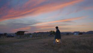"""""""Nomadland"""" de Chloé Zhao se llevó los Globos de Oro a la Mejor película y Mejor directora."""