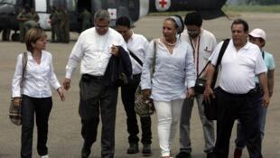 La senadora Piedad Córdoba y un grupo de activistas por la paz llega a Villavicencio, el 27 de marzo.
