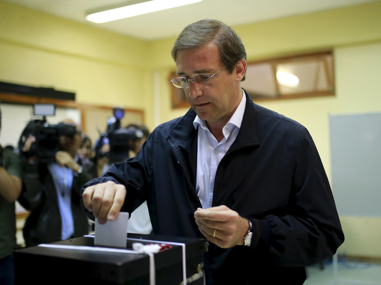 El primer ministro Pedro Passos Coelho vota, el pasado 4 de octubre de 2015.