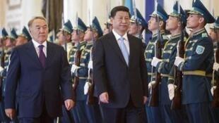 Kazakhstan và Trung Quốc ký 30 tỷ đô la hợp đồng nhân chuyến thăm của ông Tập Cận Bình - Reuters
