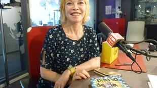 Roxana Páez en los estudios de RFI.