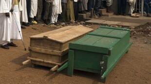 Funérailles de deux hommes tués dans le quartier PK5 à Bangui, le 23/03/14.