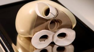 Так выглядит протез сердца Carmat, изготовленный из биоматериалов.