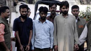 Trois Pakistanais membres présumés de Lashkar-e-taiba arrétés au Bangladesh le 13 novembre 2009.