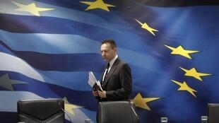 Le ministre des Finances grec Yannis Stournaras arrivant à la conférence de presse à Athènes le 28 novembre 2012.