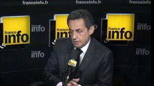 Президент Франции Николя Саркози выступает на радиостанции Франс-Инфо 26 марта 2012 г.